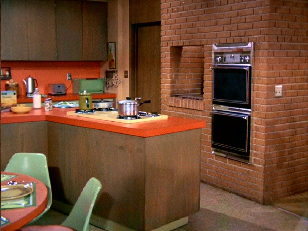 Brady bunch kitchen this bendable life for Kitchen setting pictures